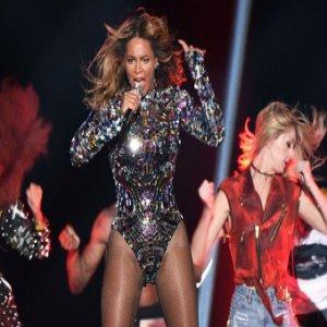 MTV VMA 2014、マイリー・サイラスが最優秀ビデオ賞、ビヨンセが4冠